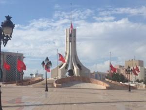 Fahnen auf Halbmast am nationalen Trauertag 19. Oktober