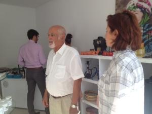 Vater und Tocher Bouasker im Laden des Hotel Menara